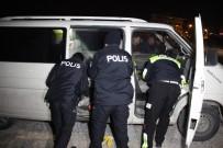 ARAÇ KULLANMAK - Polisten Kaçtı, Yakalanınca 'Alkol Aldık Başka Bir Şey Yok' Dedi