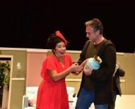 TİYATRO FESTİVALİ - Sanatçı Kutsi, Nişanlısının Yer Aldığı Tiyatro Oyunu Seyretmek İçin Bilecik'e Geldi