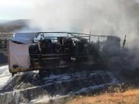 AĞIR YARALI - Tırların Çarpıştığı Kazada Pamuk Yüklü Tır Alev Aldı Açıklaması 2 Yaralı