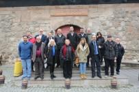 UĞUR MUMCU - Türk Basın Birliği Projeleri İçin Kazım Kurt'u Tebrik Etti