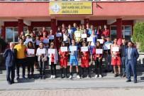 Nevşehir'de Öğrenciler Plaj Futbolu Ve Plaj Voleybolu Oynuyor