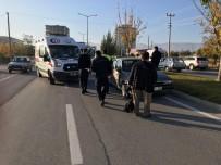 ATAKENT - Otomobil Yolun Karşısına Geçmeye Çalışan 3 Kişiye Çarptı