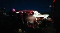 KİMLİK TESPİTİ - Sivas'ta Yolcu Otobüsü Hafif Ticari Araçla Çarpıştı Açıklaması 2 Ölü, 4 Yaralı