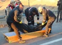 Sivas'ta Yolcu Otobüsü İle Hafif Ticari Araç Çarpıştı Açıklaması 2 Ölü, 4 Yaralı