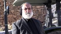 Cami Onarımına 'Rahip'ten Destek