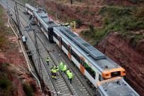 TOPRAK KAYMASI - İspanya'da Yolcu Treni Raydan Çıktı Açıklaması 1 Ölü, 44 Yaralı