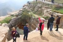 GÖNÜL KÖPRÜSÜ - Orayı İlk Kez Görenler 2 Bin Metre Yükseklikte Fotoğraf Çektirdi