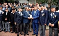 GAZİLER DERNEĞİ - İzmirli Gazilerden Başkan Alıcık'a Teşekkür Plaketi