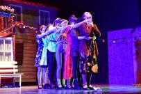 TİYATRO FESTİVALİ - Bilecik'te Sahne Alan 'Arabesk Müzikali' Ayakta Alkışlandı