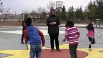OKUL BAHÇESİ - Okul Bahçesinde Eğlenerek Öğreniyorlar