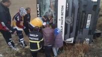 Yaralı Sürücü Kazma İle Kurtarıldı