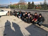KAÇAK GÖÇMEN - Çanakkale'de 35 Kaçak Göçmen Yakalandı