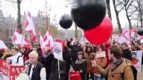 LAHEY - Hollanda'da Öğrencilerden 'Eğitim Bursu' Protestosu