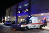SIVAS CUMHURIYET ÜNIVERSITESI - İki Otomobil Kafa Kafaya Çarpıştı Açıklaması 6 Yaralı