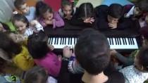 Minik Eller Piyano İle Buluştu