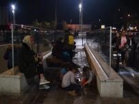 İSTİKLAL CADDESİ - (Özel) Dilenci Çocukların Taksim'deki Para Oyunu Karakolda Bitti