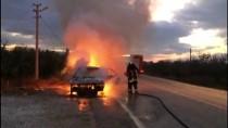 Sarayköy'de Seyir Halindeki Otomobil Yandı