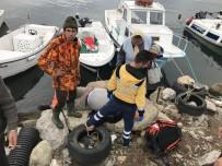 Tekneyi Bağlarken Fenalaşan Vatandaş Denize Düştü