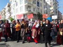TEZAHÜR - Erdemli'de Kadınlar Şiddete Karşı Yürüdü