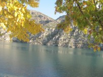 FIRAT NEHRİ - Fırat Nehrinde Sonbahar Güzel Görüntüler Oluşturuyor