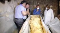 DİN ADAMI - Mısır'da 4 Bin Yıllık Firavun Mezarı Bulundu