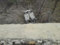 ÇAYBOYU - Otomobil İstinat Duvarında Uçtu Açıklaması 2 Yaralı