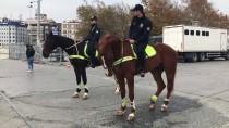 SULTANAHMET MEYDANI - Taksim'de Atlı Polisler Göreve Başladı