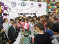 MUHAKEME - Vali Yazıcı, Öğrencilerle Satranç Oynadı