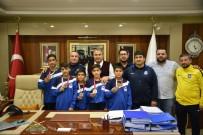 GÜREŞ TAKIMI - Başkan Çerçi Şampiyon Güreşçileri Ağırladı