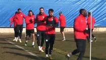 KENDİ KALESİNE - Büyükşehir Belediye Erzurumspor'un 'Golsüz' Forvetleri