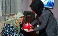 EV TEMİZLİĞİ - Kartepeli Cazibe Anne 82'Nci Yaşını Kutladı