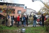 TÜRK BAYRAĞI - Yangına Müdahele Eden İtfaiye Eri Duvardaki Türk Bayrağı İçin Seferber Oldu