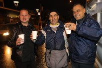 ŞIRINYER - Buca'da Erken Saatlerde Yola Çıkanlara Çorba İkramı