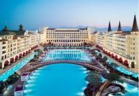 AZERI - Dünyaca Ünlü Otel Önünde Eski İşçilerden Eylem