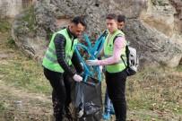 KAPADOKYA - Kapadokya'da Üniversite Öğrencileri Çevre Temizliği Yaptı