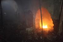 KAPALI ÇARŞI - Kerkük'teki Kapalı Çarşı Yangını Söndürüldü