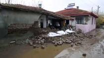 BÜYÜKBAŞ HAYVANLAR - 'Büyük Bir Sesle Uyandık, Her Taraftan Su Akıyordu'