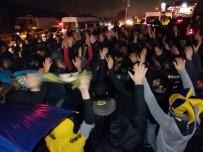 ERSUN YANAL - Fenerbahçeli Taraftarlar Ersun Yanal İçin Toplandı