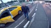 NEVZAT DEMİR - Ticari Taksi Sürücüsünün Motosiklet Sürücüsüne Bıçak Çektiği Anlar Kask Kamerasında