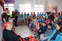 TİYATRO OYUNCUSU - Torbalı'nın Uzak Mahallelerindeki Çocuklar Tiyatro Oyununu Çok Sevdi