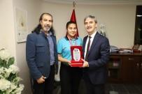 SALSA - Başkan Şirin Genç Dansçıyı Tebrik Etti