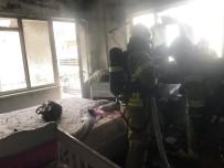 Gardıropta Başlayan Yangın Yatak Odasını Kül Etti