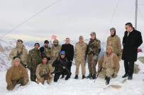HAKKARİ VALİSİ - Hakkari Valisi Akbıyık, 3400 Rakımlı İkiyaka Üs Bölgesindeki Kahraman Mehmetçikleri Ziyaret Etti