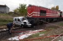BALPıNAR - Hemzemin Geçitte Tren Otomobili Biçti Açıklaması 2 Yaralı