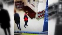 ÇALIŞAN KADIN - İzmir'de Kadın Çantası Hırsızı Yakalandı