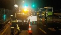 NECATI ÇELIK - Kontrolden Çıkan Otomobil Halk Otobüsü İle Çarpıştı Açıklaması 1 Ölü, 4 Yaralı