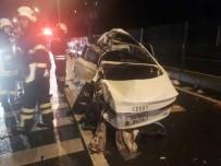 NECATI ÇELIK - Otomobil Halk Otobüsü İle Çarpıştı Açıklaması 1 Ölü, 4 Yaralı