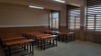 ÖĞRENCİ VELİSİ - Çıldır'da Öğrenci Velileri Yeni Bir Sınıfı İnşa Ettiler