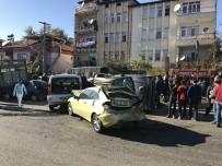 Dinar'da Zincirleme Trafik Kazası Açıklaması 4 Yaralı
