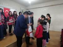 Hakkari Kızılay'ı 400 Öğrenciyi Sevindirdi